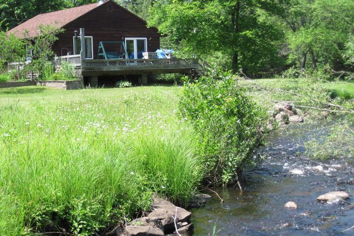 Pet Friendly Laughing Whitefish River Cabin