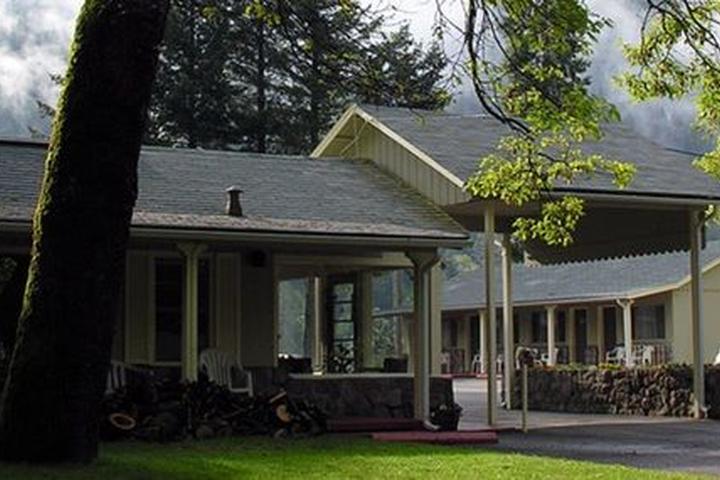 Pet Friendly Dunsmuir Lodge