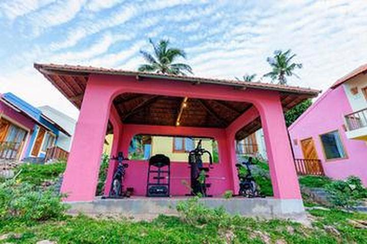 Pet Friendly Daisy Village Resort & Spa