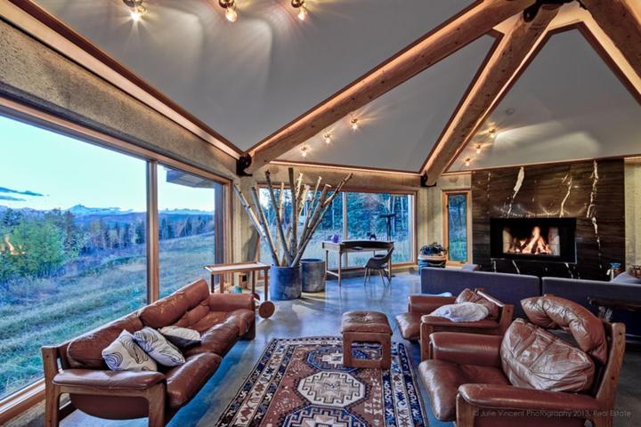 Pet Friendly Designer Ranch East of Banff