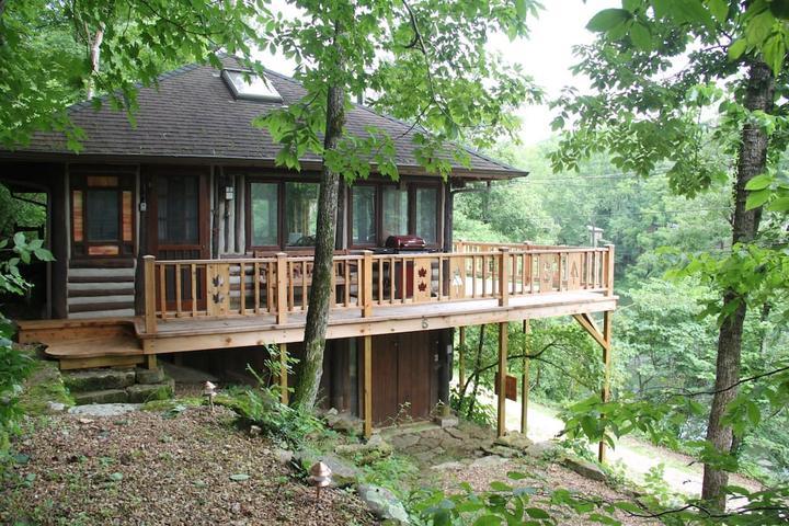 Pet Friendly Eureka Springs Airbnb Rentals