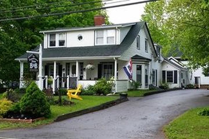 Pet Friendly Farmhouse Inn B&B