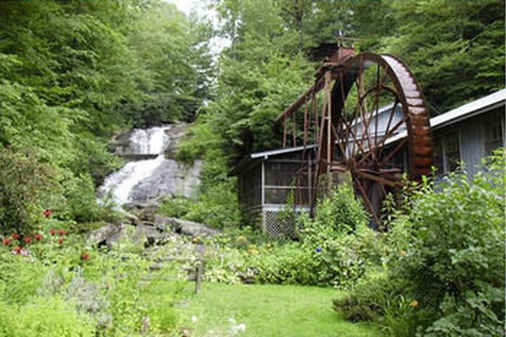 Pet Friendly Sylvan Falls Mill B&B