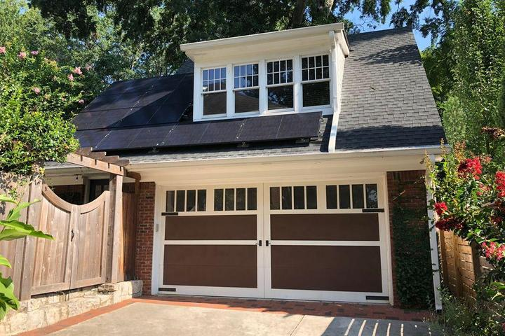 Pet Friendly 1-Bedroom Midtown Carriage House
