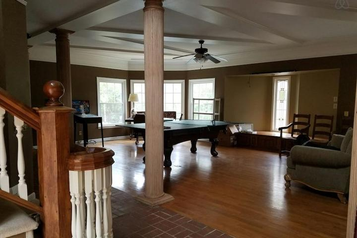 Pet Friendly Lincoln Airbnb Rentals