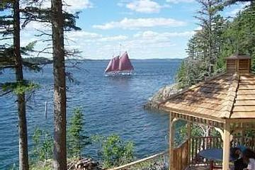 Pet Friendly The Whale of a View Cottage
