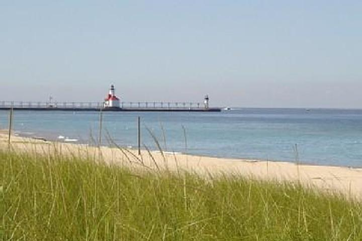Places To Stay In St Joseph Michigan >> Pet Friendly Vacation Rentals In Michigan Bring Fido