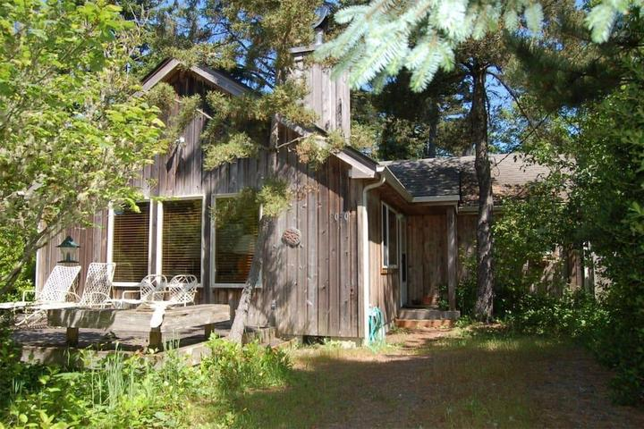 Pet Friendly Wheeler Airbnb Rentals