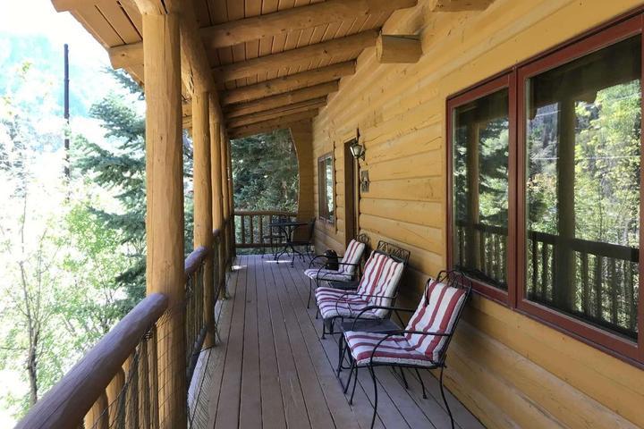 Pet Friendly Riverview Cabin