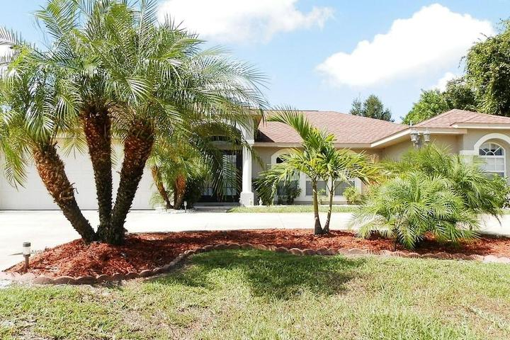 Pet Friendly 4/3 House with Swimming Pool