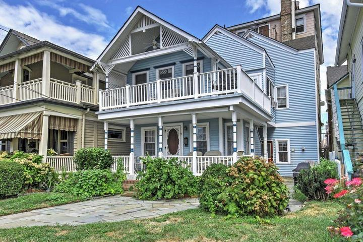 Pet Friendly 1-Bedroom House One Block From The Beach