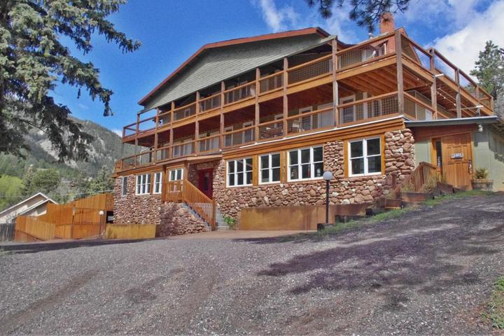 Pet Friendly Green Mountain Falls Lodge