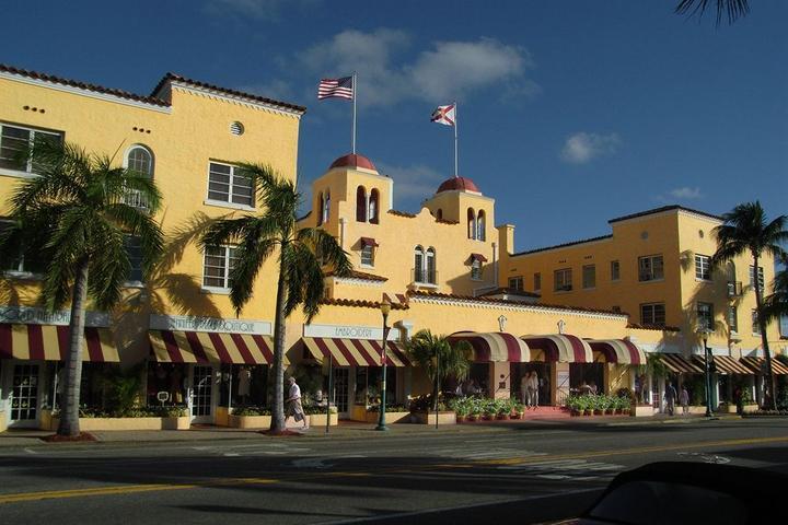 Pet Friendly Colony Hotel & Cabana Club