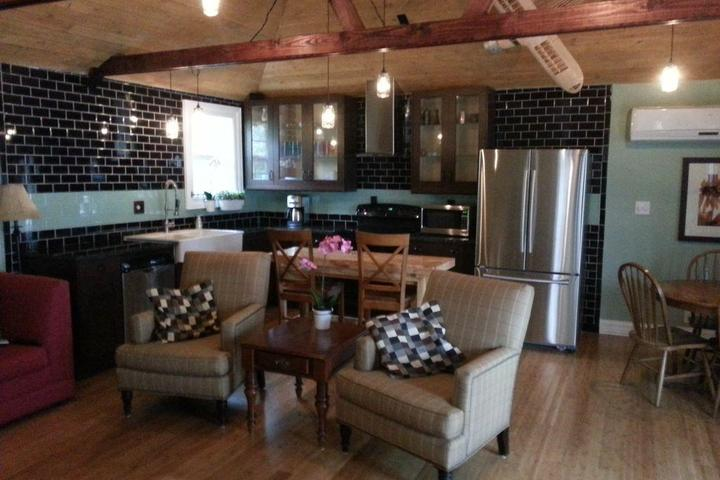 Pet Friendly Upstairs Living