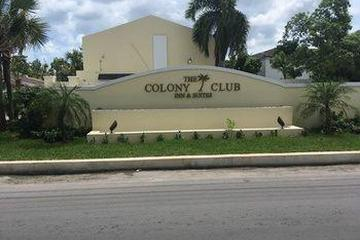 Pet Friendly The Colony Club Inn & Suites