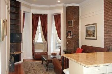Pet Friendly Brownstone Beauty Steps from Central Park & Museums