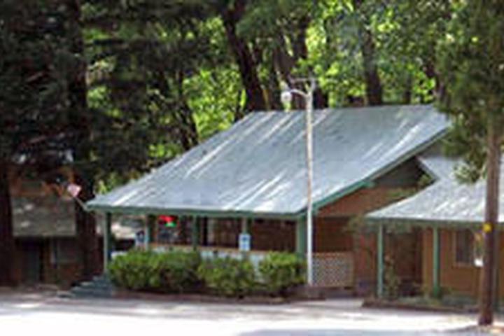 Pet Friendly Cedar Lodge Motel