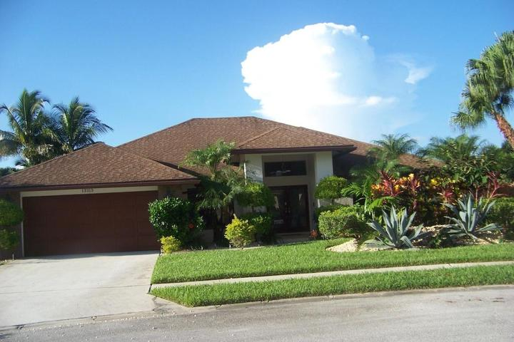 Pet Friendly 4-Bedroom Home with Heated Pool