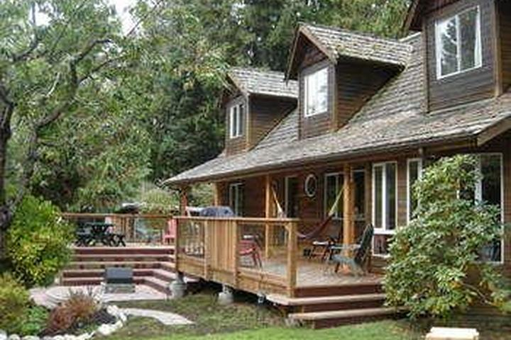Pet Friendly Up The Creek Backpacker's B&B