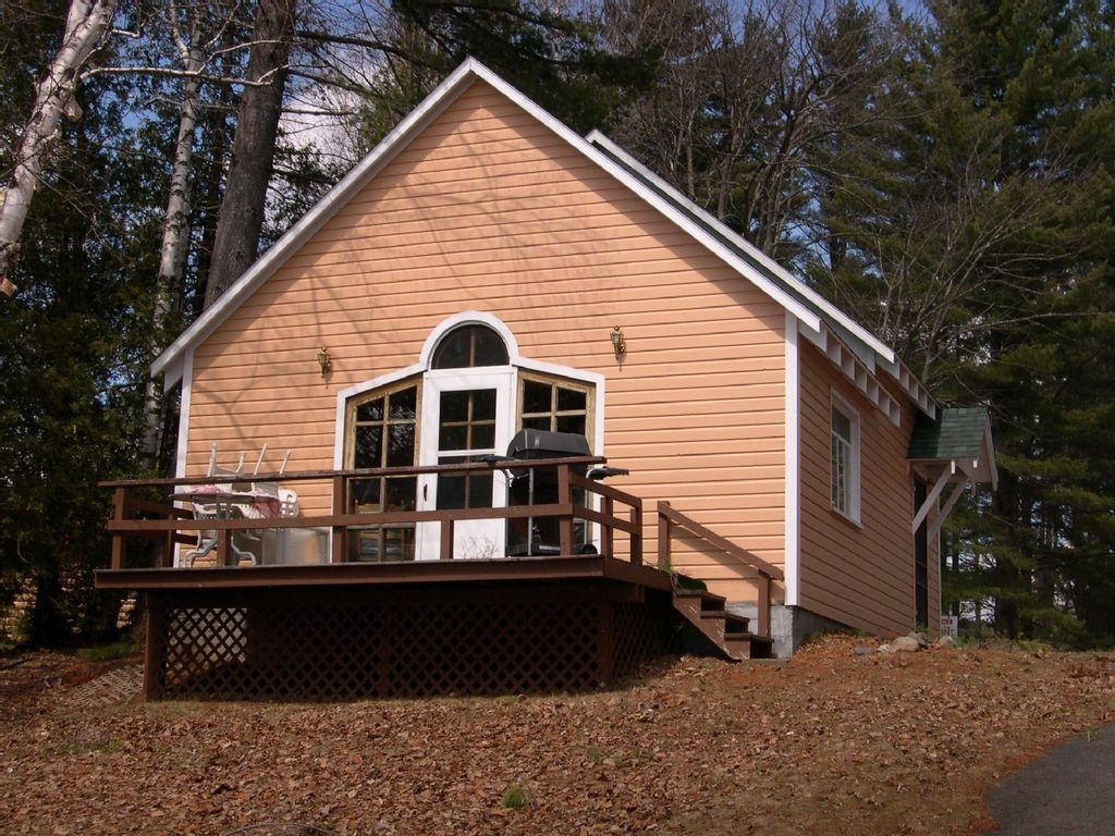 schroon lake chat Pets are allowed at this 3-bedroom airbnb rental in schroon lake please contact george for more details on the pet fee, weight limit, and any other restrictions.
