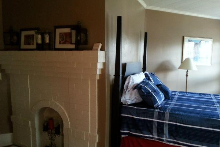 Pet Friendly Hunter House Bed and Breakfast