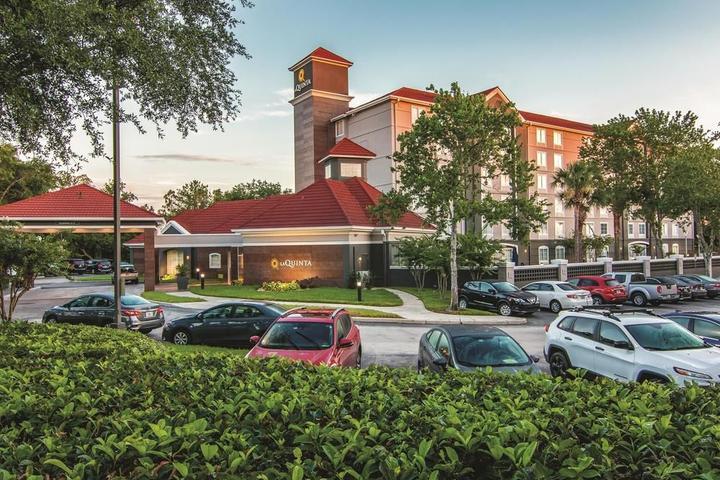 Pet Friendly La Quinta Inn & Suites Orlando UCF