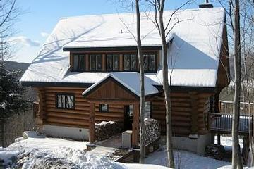 Pet Friendly 4-Bedroom Mountain Chalet with Deck
