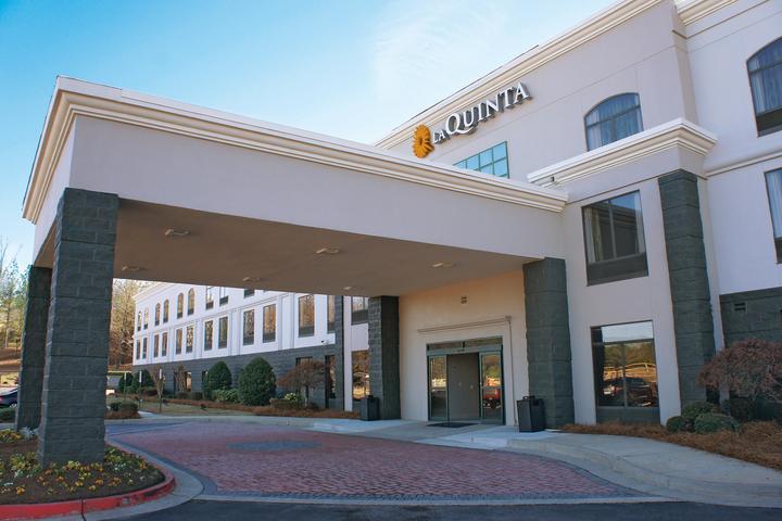 Pet Friendly La Quinta Inn & Suites Kennesaw