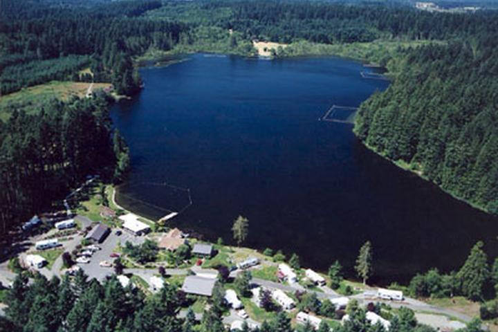 Pet Friendly Deep Lake Resort