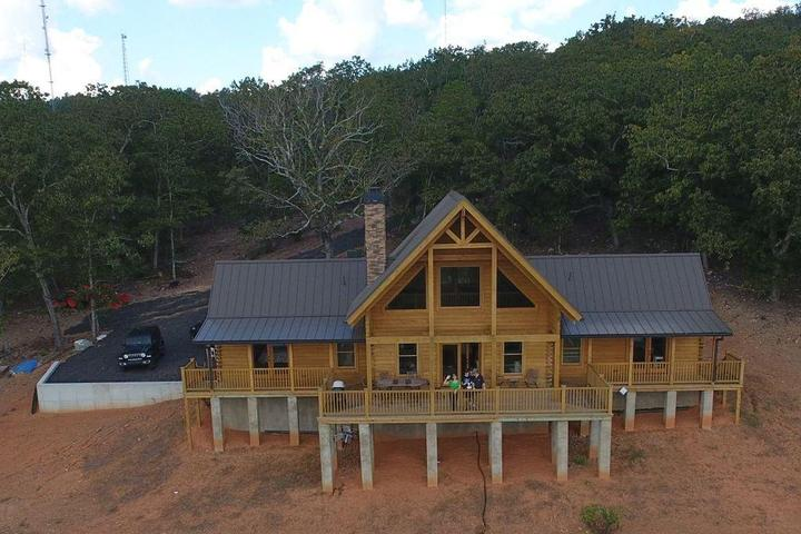 Pet Friendly 3-Bedroom Log Cabin with Awesome Views
