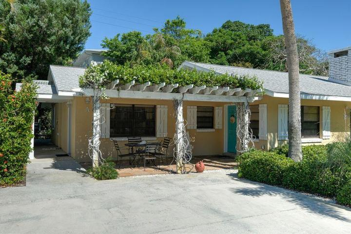 Pet Friendly Palm Haven Beach Side Villa