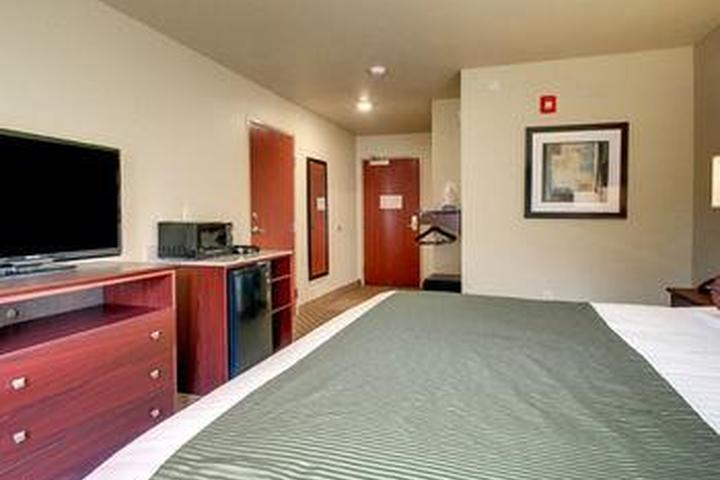 Pet Friendly Cobblestone Inn & Suites -- Kersey, CO