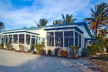 Pet Friendly Tropical Winds Beachfront Motel and Cottages