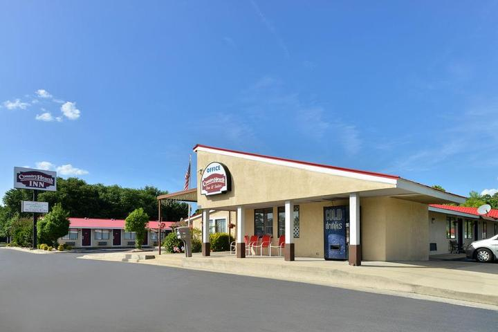 Pet Friendly Country Hearth Inn and Suites Kinston