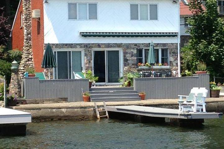 Pet Friendly Lakefront House with Breathtaking Views