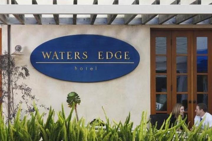 Pet Friendly Waters Edge Hotel