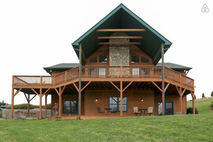 Pet Friendly Waynesville Airbnb Rentals