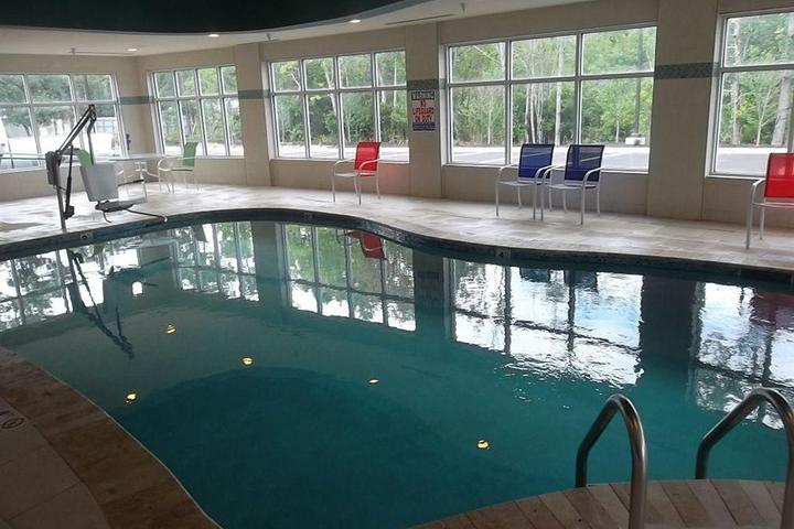 Pet Friendly Holiday Inn Express & Suites Southport Oak Island Area