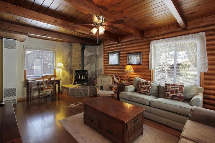 Pet Friendly Charming Tahoe Cabin