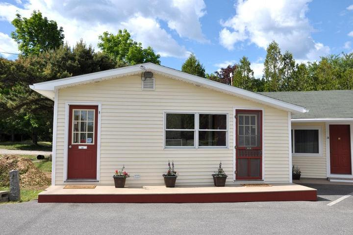 Pet Friendly Gallagher's Travels Bar Harbor Motel & Cabins
