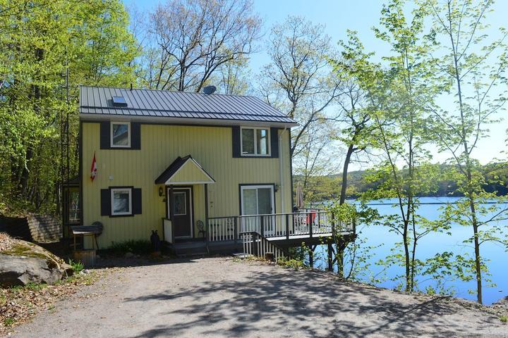 Pet Friendly Haliburton Cottage