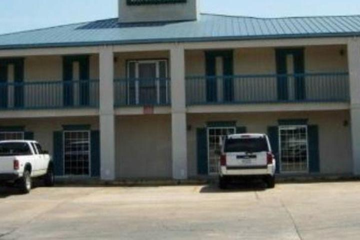Pet Friendly Deluxe Inn & Suites