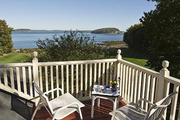Pet Friendly Balance Rock Inn On The Ocean