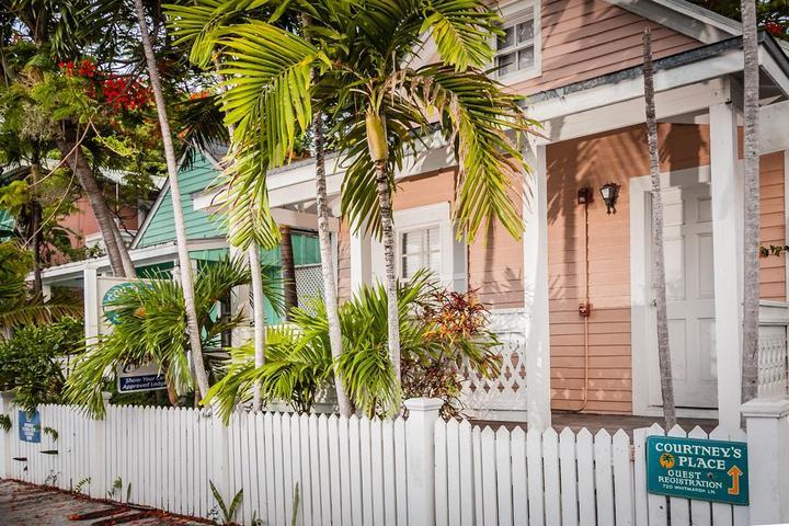 Pet Friendly Courtney's Place Historic Cottages & Inns