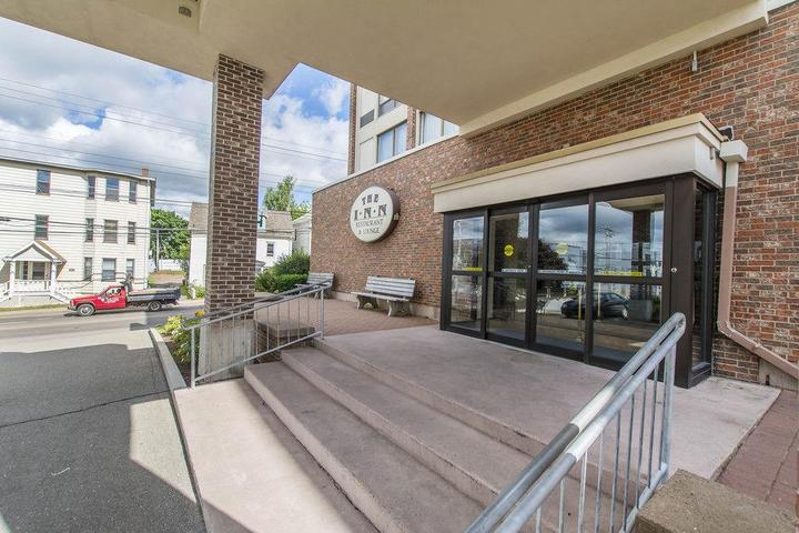 Pet Friendly Quality Inn & Suites Downtown