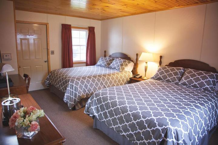 Pet Friendly Blue Hill Lodge