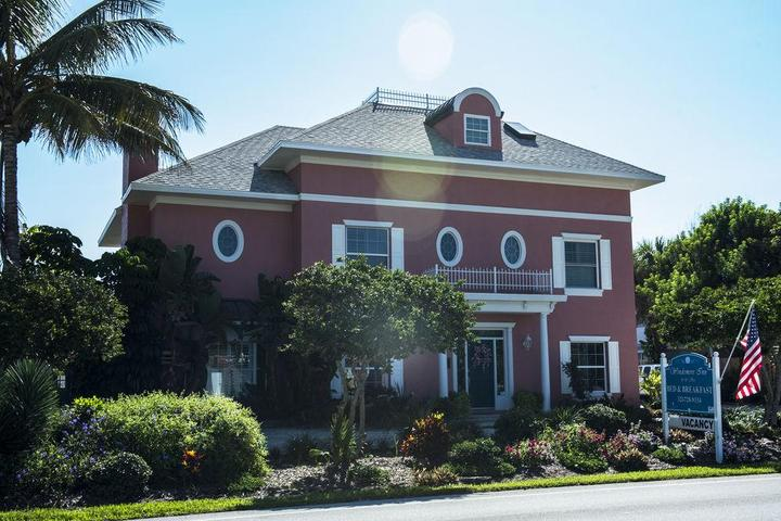 Pet Friendly Windemere Inn by the Sea