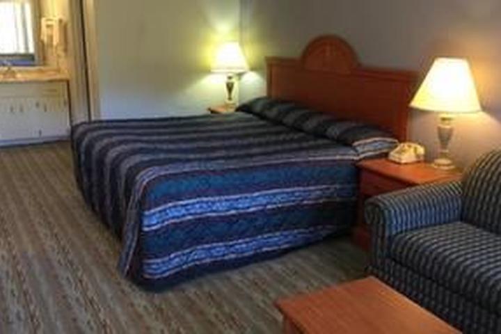 Pet Friendly Rodeway Inn & Suites