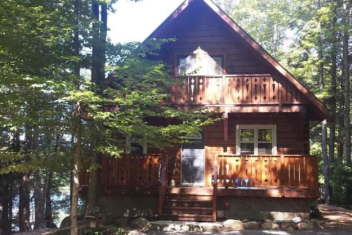 Pet Friendly Lake Front Log Cabin