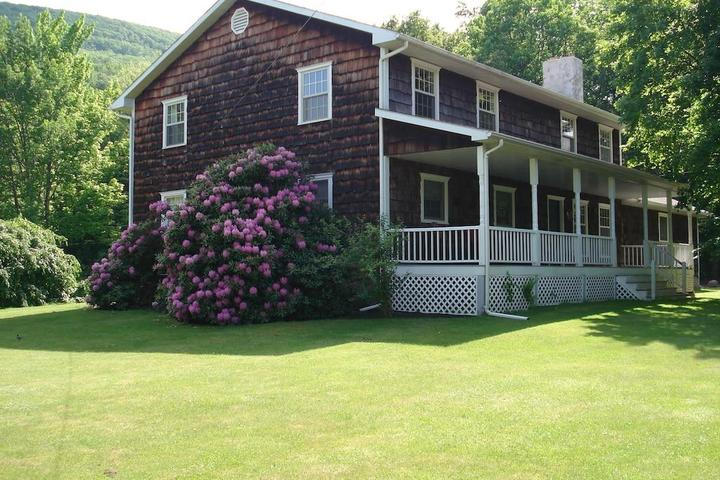 Pet Friendly 6-Bedroom Colonial Mountain Home